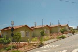 Governo de Minas Gerais beneficia mais de 250 famílias com a instalação de aquecedores solares