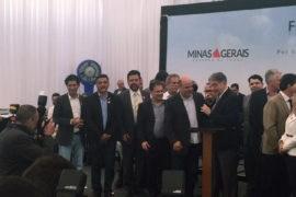 Governador e presidente da Cohab Minas assinam despacho autorizando instalação de aquecedores solares em Varginha