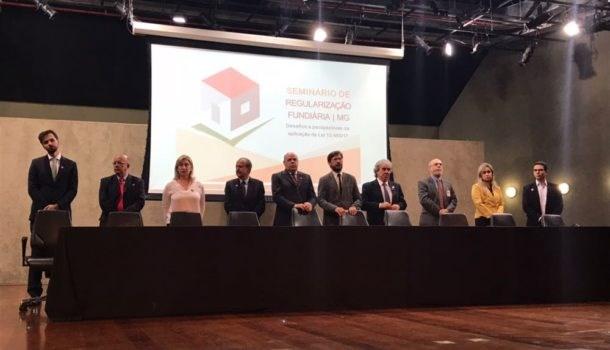 Governo de Minas Gerais reúne prefeitos para debater nova lei de regularização fundiária