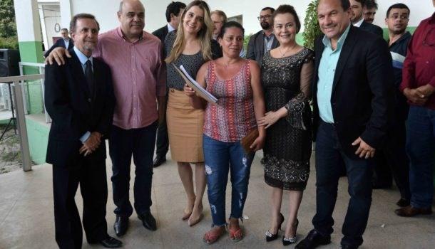 Governo de Minas Gerais entrega escrituras a mutuários da Cohab Minas em Santa Luzia