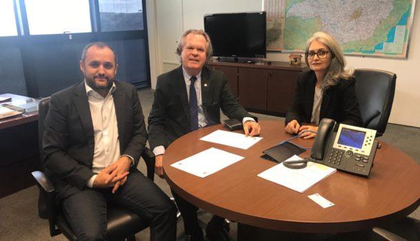 Ações para regularização fundiária do bairro Élisson Prieto são discutidas durante encontro entre o presidente da Cohab Minas e reitor da UFU